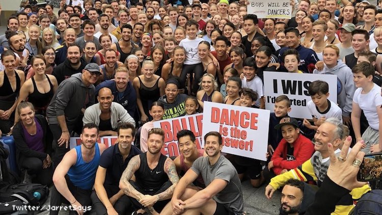 Dance class held outside Good Morning America studio in protest of Lara Spencer's ugly ass.