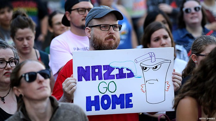 counter protester holding anti-nazi sign