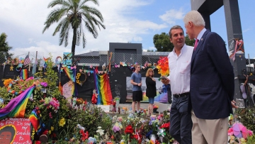 Bill Clinton Visits Pulse Memorial, Pays His Respects to Orlando Victims
