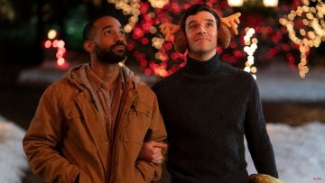 netflix-gay-christmas-rom-com-single-all-the-way-first-look-images.jpg
