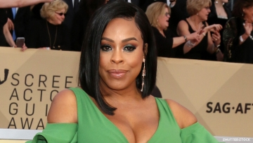 Niecy Nash on a red carpet
