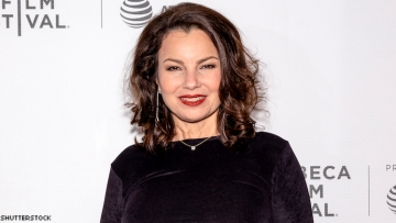 Fran Drescher on a red carpet.