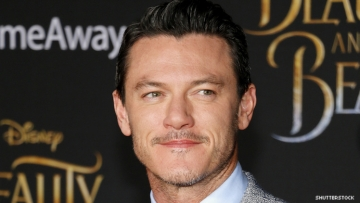 Luke Evans on a red carpet.
