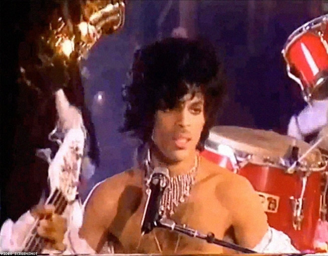 4. Prince Strips Down and Struts Off Stage (1985)