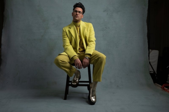 Dan Levy's 2021 Golden Globes Outfit