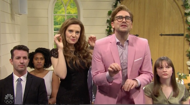 Dan Levy and Kate McKinnon giving objections