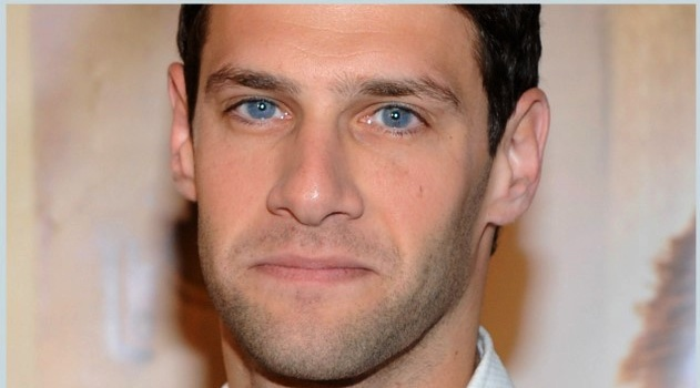 Justin Bartha Goes Gay