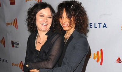 What's Up? Sara Gilbert & Linda Perry Engaged