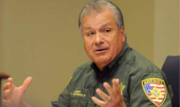Sheriff Apologizes for Gay Snare