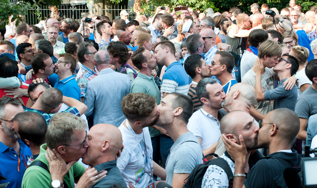 PHOTOS: Gay Kiss-In Outside Russian Consulate In Antwerp