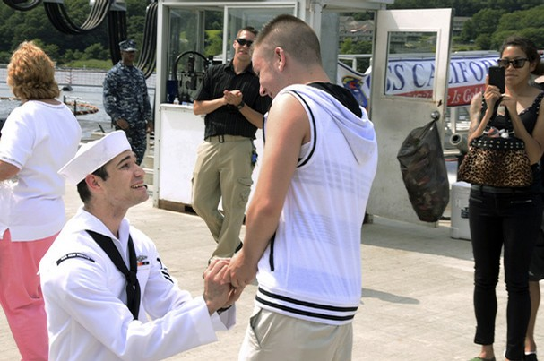 Pentagon Backs Gay Nups, Gives Full Benefits