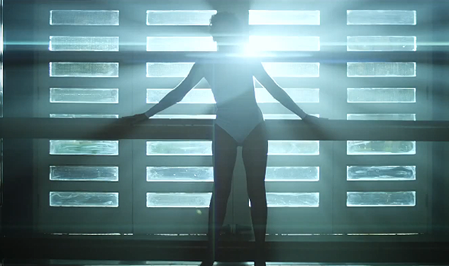 "Kylie Minogue Goes to the Gym in New Music Video for ""Sexercize"""