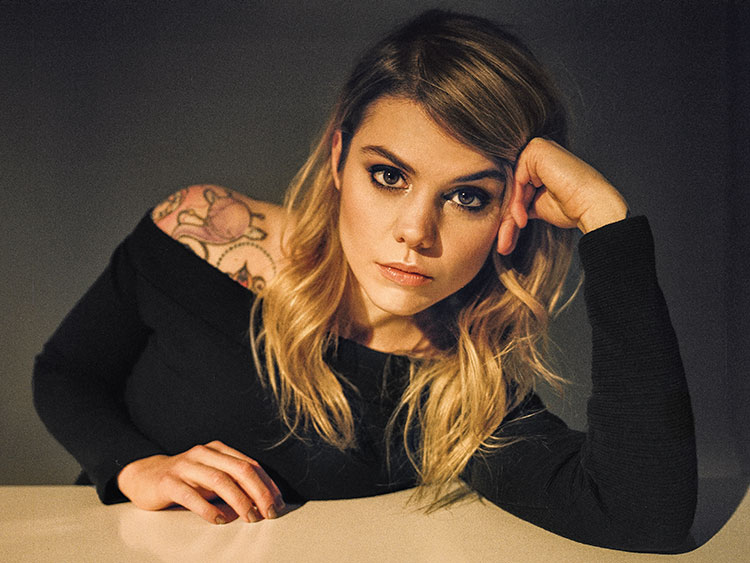 Coeur de Pirate, The Fearless French-Canadian Singer You Need to Know