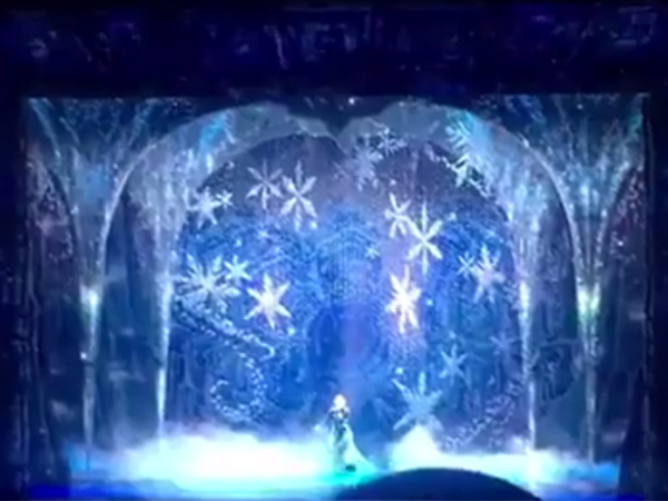 Watch Elsa's Gag-Worthy Transformation From the 'Frozen' Musical
