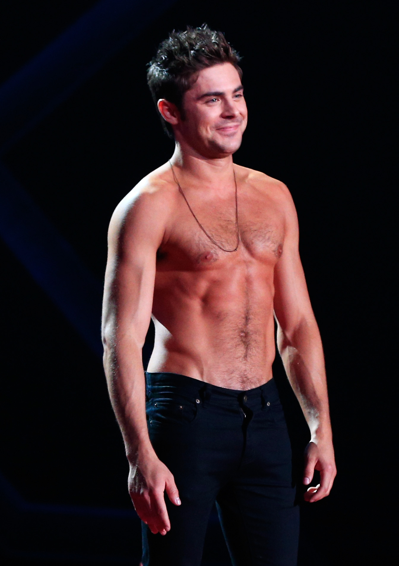 zac efron loses his shirt at mtv movie awards out magazine. Black Bedroom Furniture Sets. Home Design Ideas