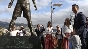 Nobody Is Looking at Ronaldo's Face: the Bronze Statue is an Early Xmas Gift