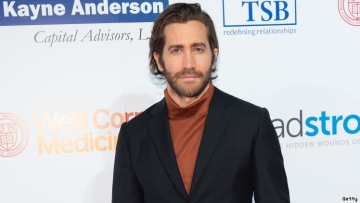 Jake Gyllenhaal to Play Gay Daddy in 'Fun Home' Movie