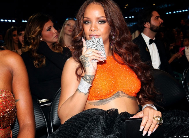 5. Rihanna Brings Bedazzled Flask (2017)