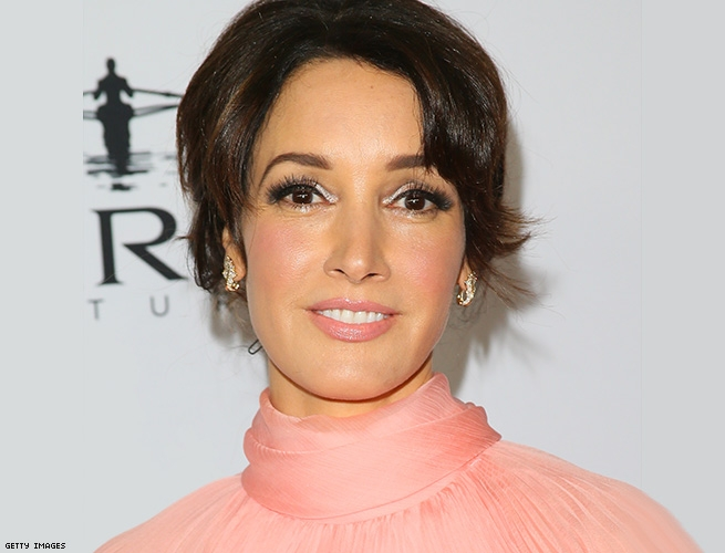 Bette Porter (Jennifer Beals)